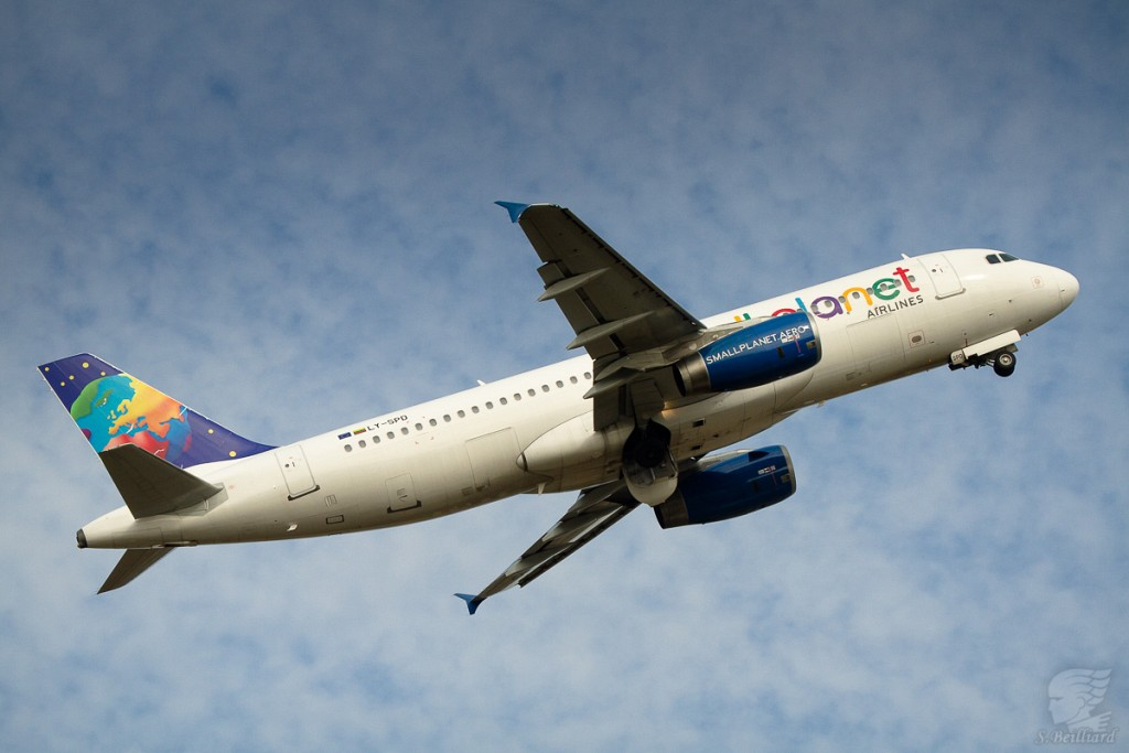 Airbus A320 Small Planet TakeOff
