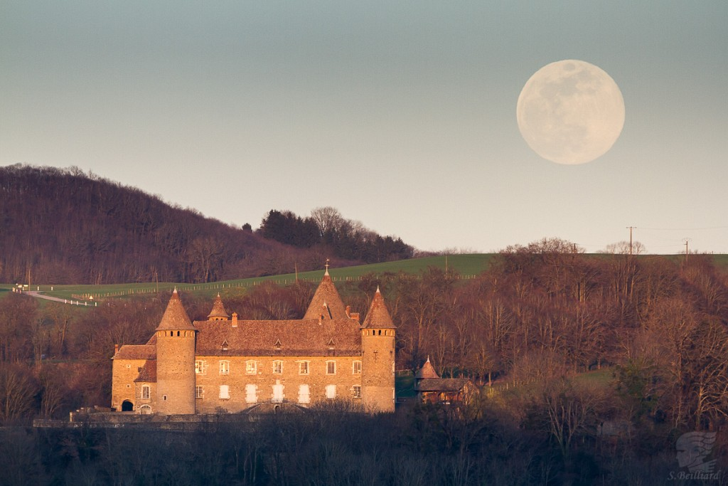 Full Moon on Chateau de Virieu