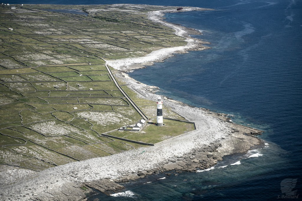 Aran Islands - Wreck and Lighthouse